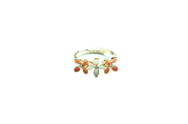 Springblooms Ring - Orange and White http://www.chutani.ch/collections/rings/products/springblooms-ring