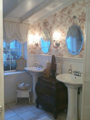 vintage bathroom, love the wall paper and chandeliers