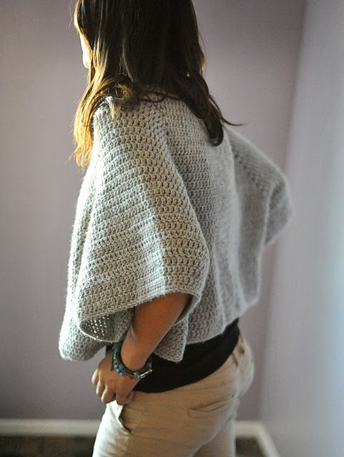 poncho: Sweaters, Crafts Ideas, Weekend Outfits, Yarns, Blog, Sporty Ponchos, Crochet Knits, Crochet Clothing, Crochet Ponchos Patterns