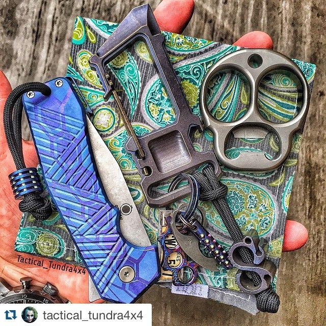 Cool carabiner and knife graphic.