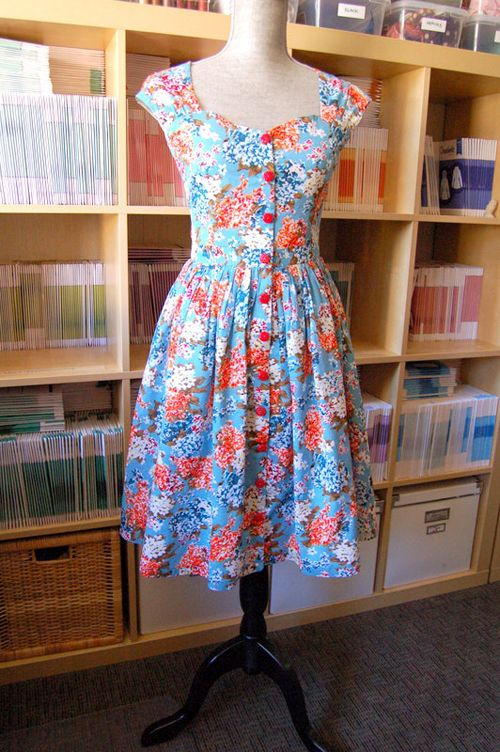 Button-Front Cambie Dress Tutorial | Sew Mama Sew | I much prefer this with buttons down the front - adorable!
