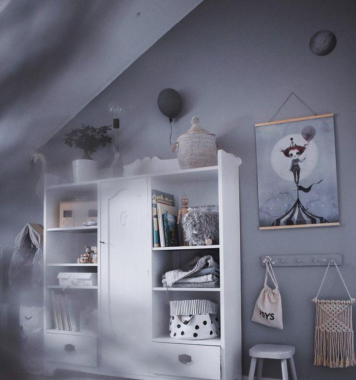 """295 gilla-markeringar, 10 kommentarer - Sanna.emelie (@sanna.emelie) på Instagram: """"New old in  Ny förvaring för leksaker och kläder har fått flyttat in hos Ronja. Startar nya året…"""""""