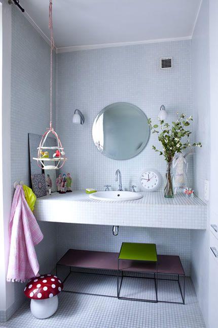 Bathroom: Kids Bathroom, Decoration Homeandgarden, Modern Bathroom, Color Entr, Bathroom Idea, Birds House, White Bathroom, July Ansiau, Bright Bathroom