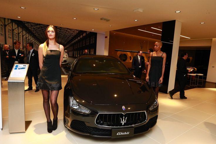 Maserati, debutta il nuovo show room http://gazzettadimodena.gelocal.it/modena/foto-e-video/2015/01/22/fotogalleria/3-maserati-debutta-il-nuovo-show-room-1.10718263#7