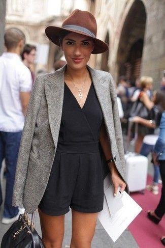 Blazer en laine gris, Combishort noir, Cartable en cuir noir, Chapeau en laine brun