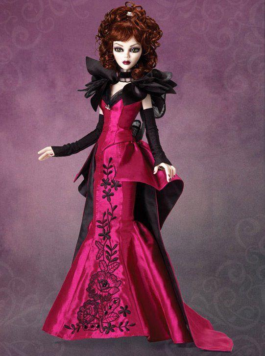 готическая кукла – фото в красивом платье