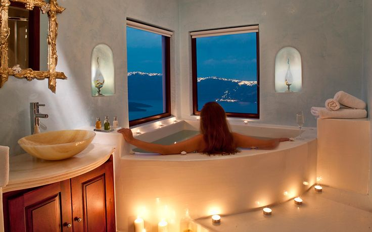 Maison Des Lys - Santorini Honeymoon Suites in Akrotiri - Senior Suite with private Jacuzzi