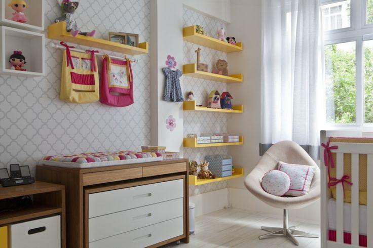 Quando se mudou para o apartamento em Copacabana, Erica já estava grávida de Ana Clara (no dia das sessão de fotos tinha apenas 40 dias) e correupara plan