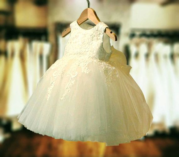 This is for your custom listing on the dress pictured with custom short sleeves as discussed and satin buttons- replacing the zipper  Colour ivory. Please comment in notes to seller @checkout your dress measurements of sizing
