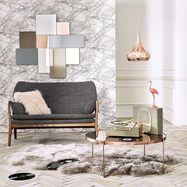 Miroir Klara de Maison du monde, coussin et tapis en fourrure
