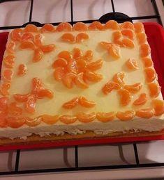 Egy kis könnyű desszertet készítettem! Túros-tejszínes-gyümölcsös szelet!