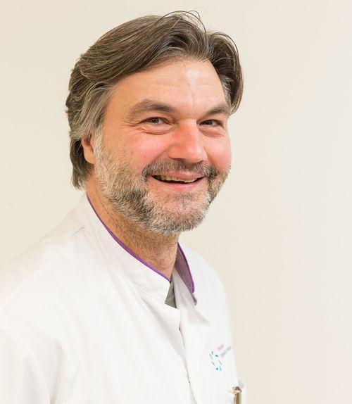 """Kindercardioloog Christiaan Schröer: """"Máxima Medisch Centrum heeft als niet academisch ziekenhuis een kindercardiologische afdeling op locatie Veldhoven. Dat is erg bijzonder. Deze zorg hoort eigenlijk alleen thuis in een academisch ziekenhuis. Hierdoor heeft MMC een bovenregionale functie op het gebied van kindercardiologie"""""""