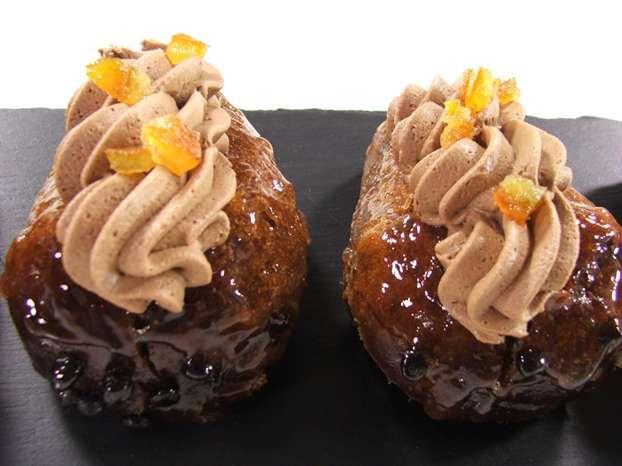 Voglia di un babà diverso dal solito? Questa versione al cioccolato e cointreau di Luca Montersino è un vero e proprio peccato di gola da non sottovalutare! http://www.alice.tv/dolcetti-mignon/baba-al-cioccolato-e-cointreau