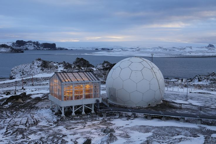 Tomatoes, cucumbers, bell peppers, salad and various herbs grow under the harshest climatic conditions in a #greenhouse made fromPLEXIGLAS® Alltopnear the Chinese Great Wall Station research station in the middle of #Antarctica. #ice #ocean #penguins #climatechange #science #greenhouse #plants #vegetables