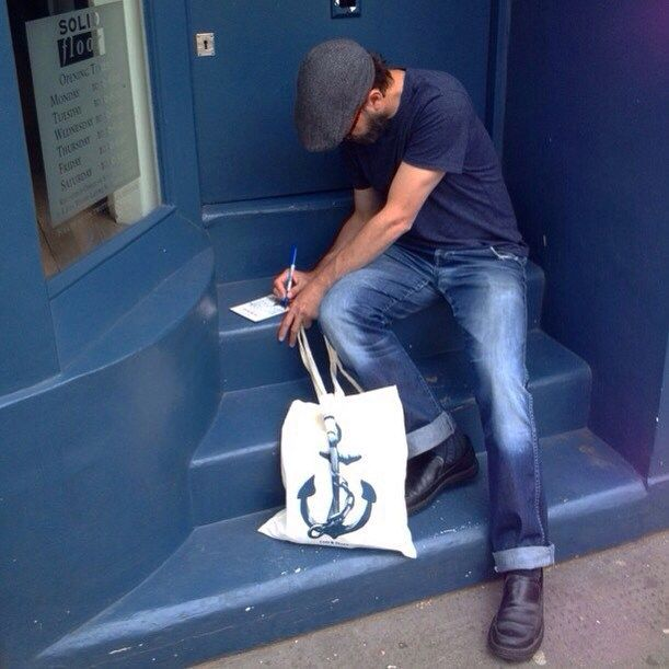 "⚓️✏️ Writing a quick hello to a shopkeep in absentia. ""Hello..."" #lionsandcranes #london #blue #anchor #england #greatbritain #uk"