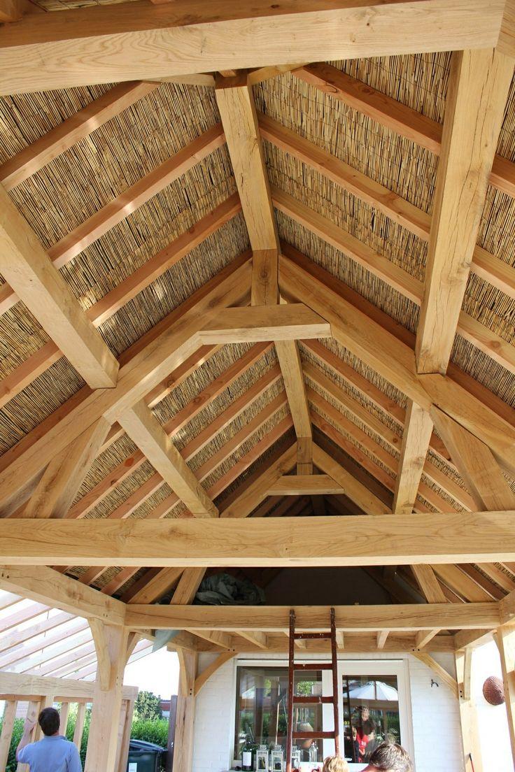 Eiken dakstructuur afgewerkt met riet belgian architecture pinterest met - Prieel frame van ...