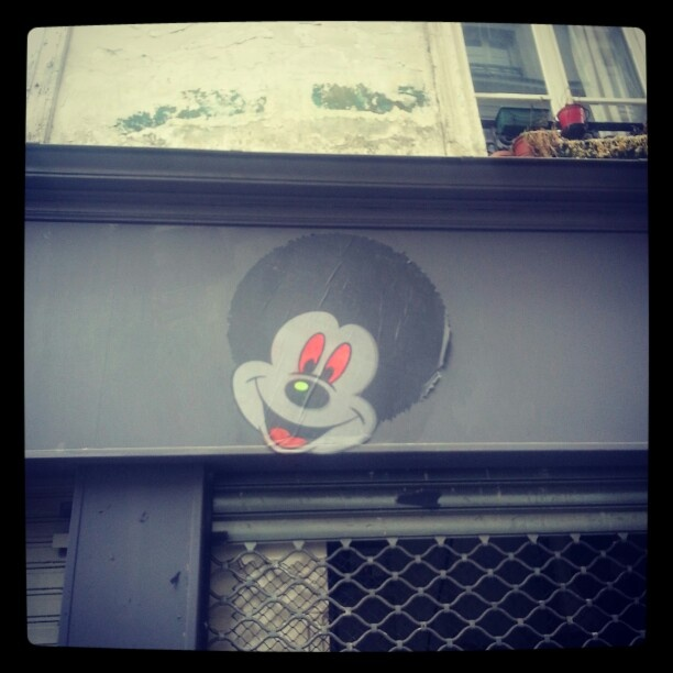 Afro Mickey Mouse rue Greneta