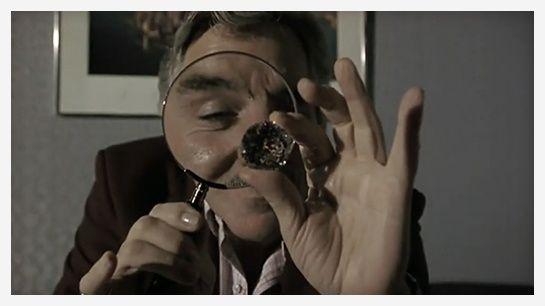 Snatch http://www.vogue.fr/joaillerie/red-carpet/diaporama/diamants-a-l-ecran-films-bijoux-les-hommes-preferent-les-blondes-titanic/16912/image/895701#!snatch-diamants-films-bijoux
