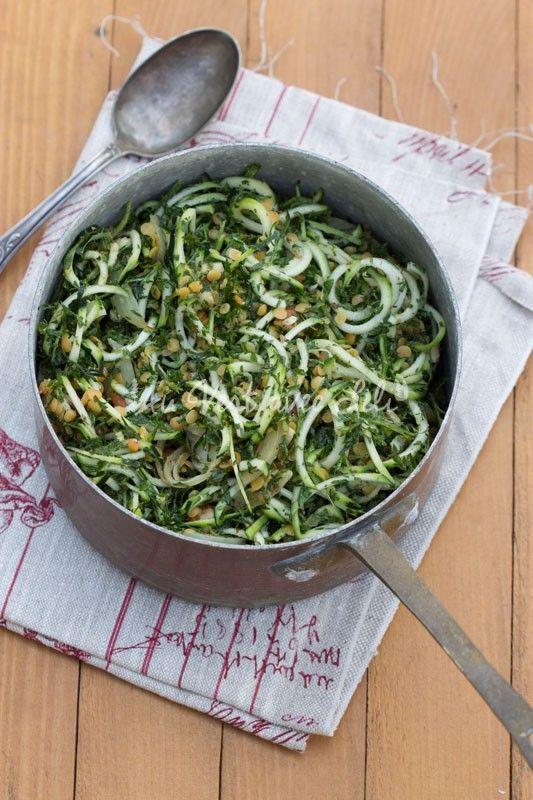 Spaghettis de courgettes aux lentilles corail et pesto