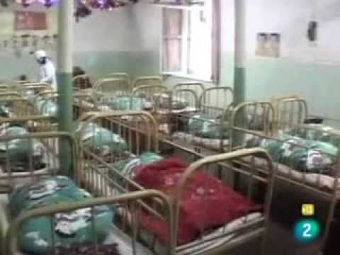 Orfanatos en China, (las habitaciones de la muerte). Adoptar Niños chinos - YouTube