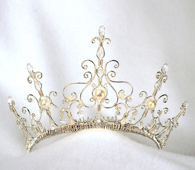 Beautiful bridal tiara features pearls, crystals and wire work.