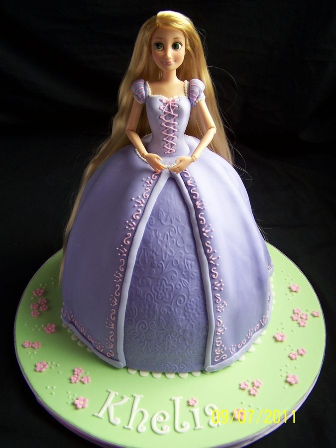 I love these doll cakes! What little girl who likes dolls wouldn't want a cake like this!