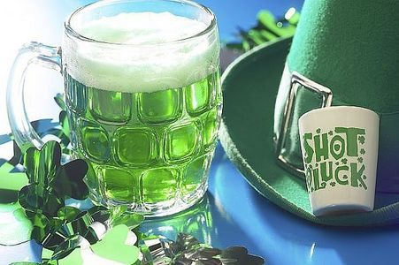Green Beer (or ginger ale) - Choose a light colored Irish beer such as Irish Red Ale, Harp or an Irish Amber. While Guinness or Murphy's are popular Irish beers, they're too dark to truly turn green.