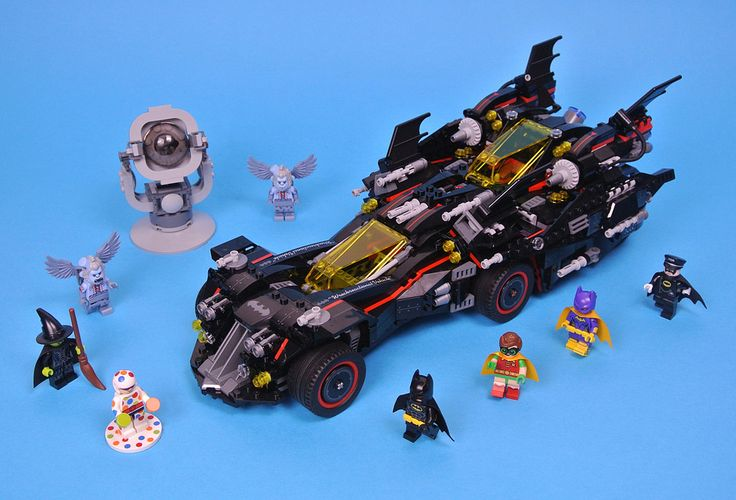 70917 The Ultimate Batmobile was revealed to great excitement in February and contains 1456 pieces so is one of the largest sets based on The LEGO Batman Movie. The Caped Crusader builds this enormous vehicle with the aid of his newly assembled team towards the end of the film and its design reflects this as each character drives their own car, motorcycle, tank or plane.