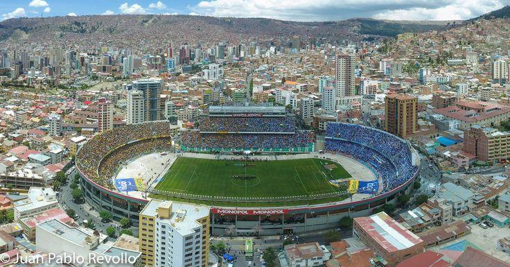 Estadio Hernando Siles, tarde de clásico