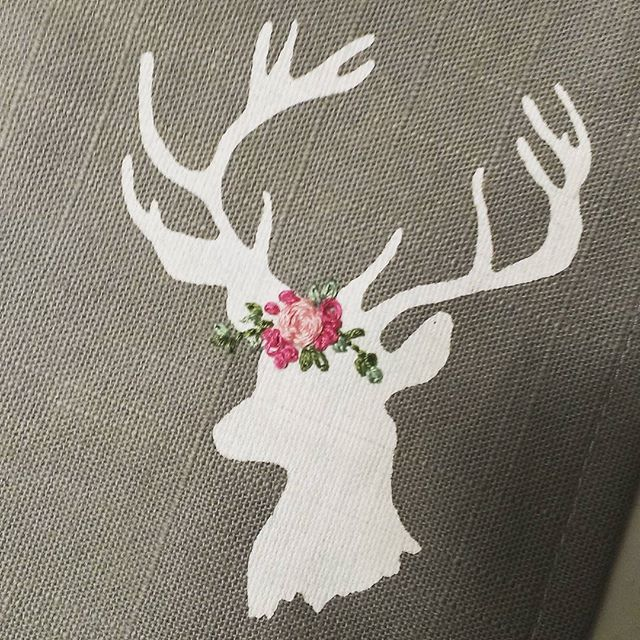 My deer got a spring Outfit ;) thank you @tinkerellen for your inspiration and encouraging words to Start to Do it ;) These are my first roses, lazy daisys and french knots,...its fun but still much to exercise :-D #embroiderythread #handembroidery #deer #flowercrown #stitch #frenchknot #lazydaisy #tinkerwiththis