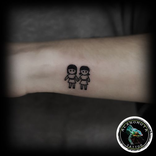 Νεα μοδα στα γυναικεια τατουαζ ...τελεια προταση για το νεο σου μικρο tattoo..by Acanomuta tattoo
