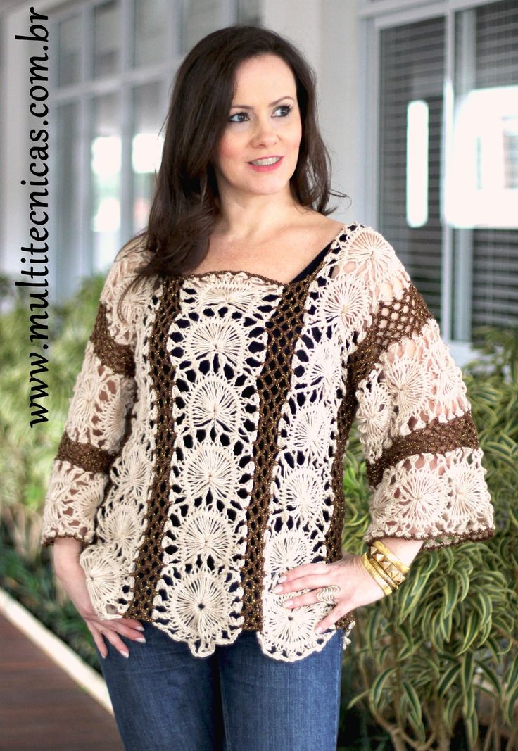 Blusa crochê de grampo - Helen Mareh I love the creative way these hairpin lace round motifs are made! But I also love the poncho the other lady in the video is wearing! :)
