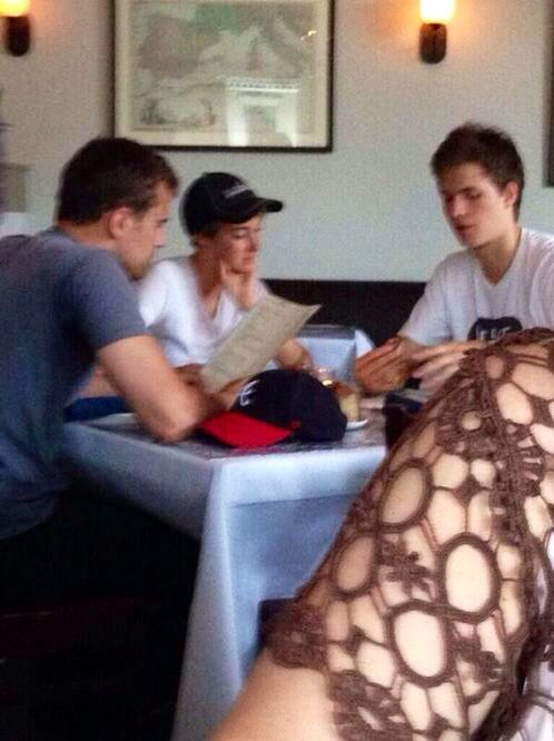 WHAT IF YOU WERE THE WAITRESS FOR THAT TABLE I WOULD DIE OF EXCITEMENT ~Divergent~ ~Insurgent~ ~Allegiant~