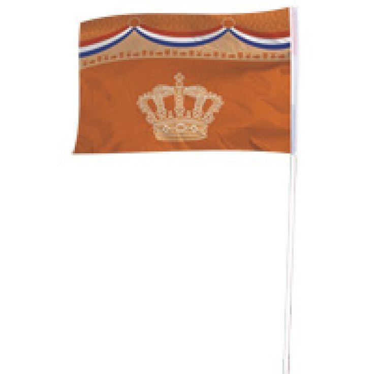 Dit is wel een hele bijzonder Oranje vlag! Prachtig van kwaliteit met de kroon van Koning Willem Alexander en de nationale driekleur rood, wit en blauw.Vlaggenclub heeft nog veel meer vrolijke, originele Oranje versieringen en feestartikelen.