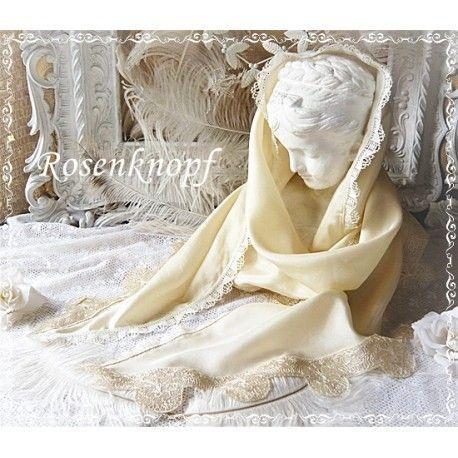 Zauberhaft zarter und wunderschöner Schal in Ivory mit außen gebogenen Kanten, verziert mit kostbaren, antiken Spitzen♥