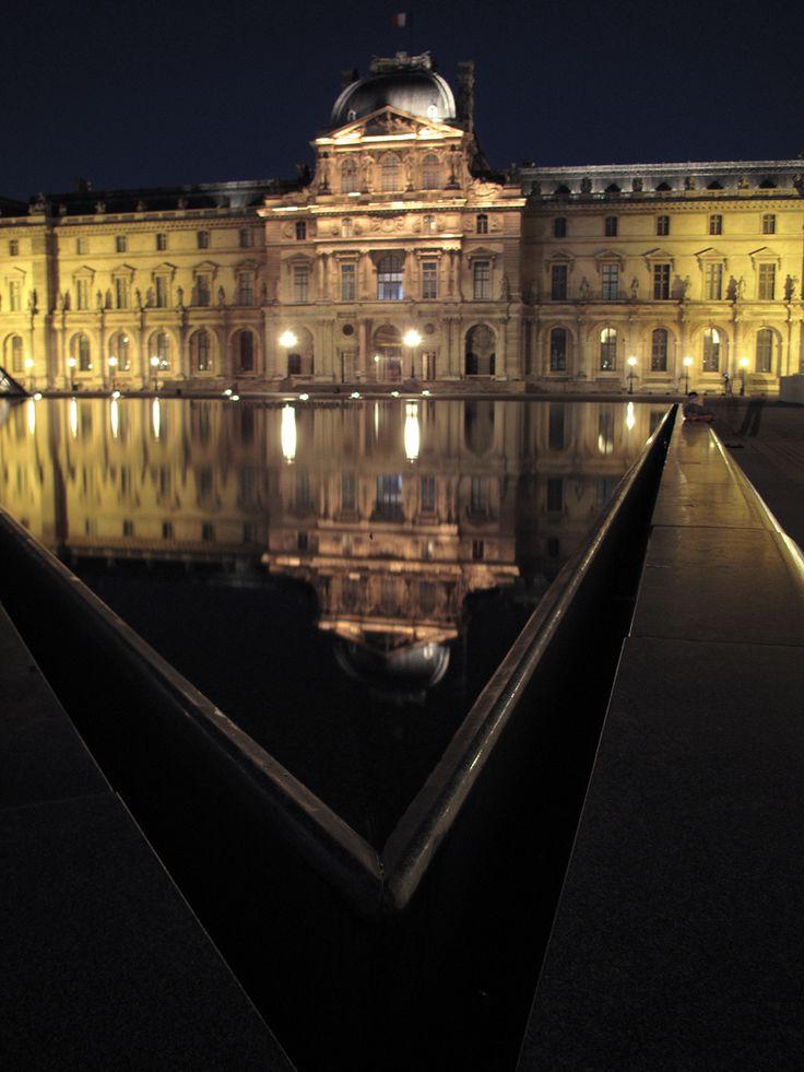 Le Louvre, Paris by avg