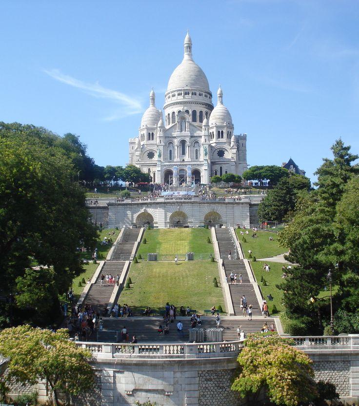 FRANCE – Sacré-Cœur (Basilica of the Sacred Heart of Paris), Paris, Île-de-France. This basilica is on Montmartre in the 18th arrondissement. It has an address of 35 rue du Chevalier de la Barre @ rue de la Bonne. The steps (facing south) is the Square Louise-Michel. https://www.google.ca/maps/place/Sacr%C3%A9-C%C5%93ur/@48.8867046,2.3409156,17z/data=!3m1!4b1!4m5!3m4!1s0x47e66e4334868de3:0xcfc3870abe2b8519!8m2!3d48.8867046!4d2.3431043?hl=en-CA