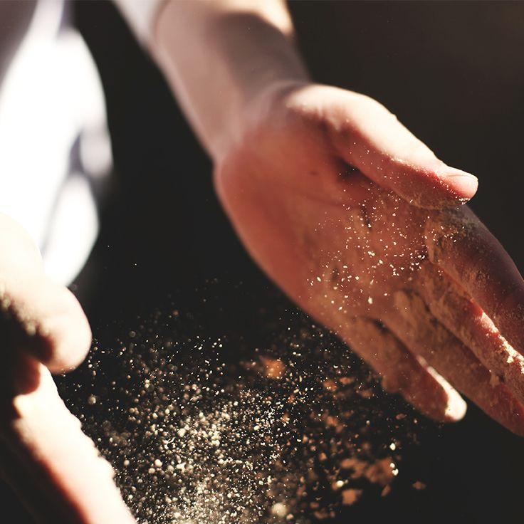 Una manos consagradas a hacer milagros emplatados. #ElSantísimo