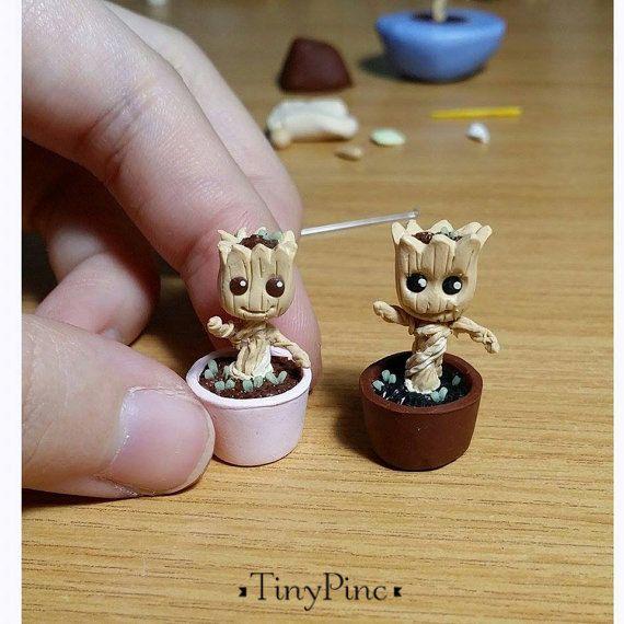 Estatuilla de Groot miniatura bebé (viene con hexágono gratis en forma de caja de la exhibición de acrílico)