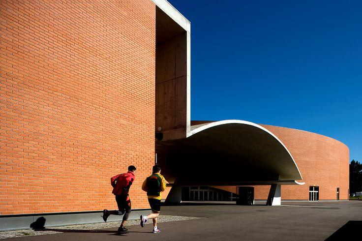 Complexo Desportivo Sports Complex Gondomar, Pt 2008 © Fernando Guerra, FG+SG Architectural Photography