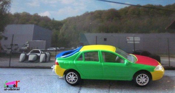 Cette Renault Laguna II Crash test est un jouet Renault Toys par Norev, échelle 3 inches, made in China, réf: 77 11237 422.  4CV R4 R5 R6 R7 R8 R9 R10 R11 R12 R14 R15 R16 R17 R18 R19 R20 R21 R25 R30 ALPINE CLIO DAUPHINE ESPACE FLORIDE FREGATE FUEGO JUVAQUATRE...