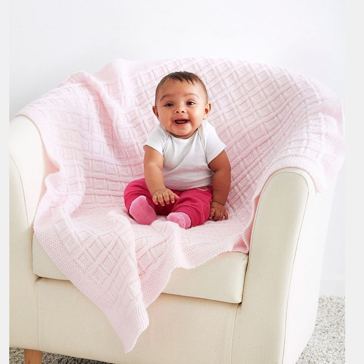 Knit your little one a soft and sweet blanket. Free knit pattern