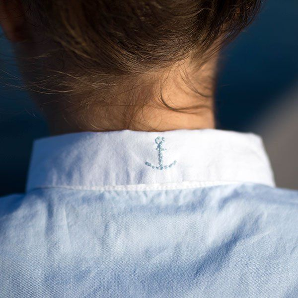 Une ancre brodée sur un col / Anchor embroidered collar