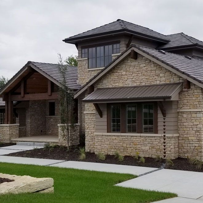 Fond Du Lac Rustic Veneer Stone Home With Chantilly Lace