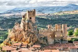 CASTLES OF SPAIN - Castillo de Frias, Burgos. La primera mención de la fortaleza data del año 867. Su misión es de una fortaleza defensiva en un punto de alto valor estratégico en la lucha contra los musulmanes. En 1201 se complementa con la construcción de la muralla y pasa a ser propiedad de la corona. El rey Alfonso VIII lo reforma dotándolo de nuevas defensas ya que pasa ser una pieza importante en el control del territorio.