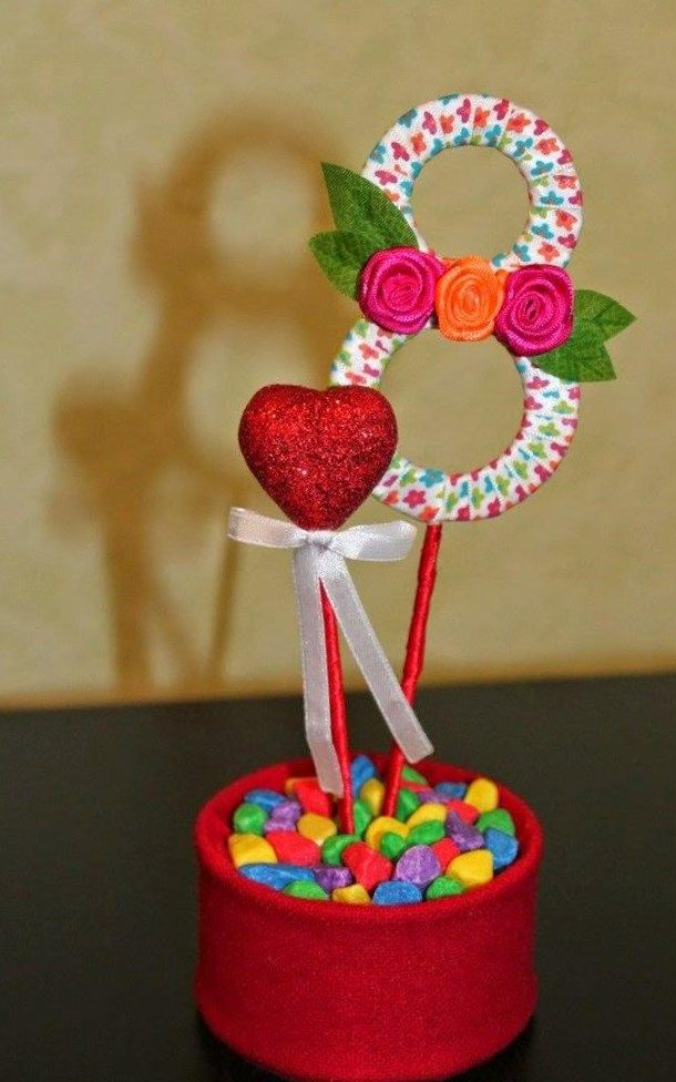 К празднику 8 марта дети готовят множество разнообразных поделок для мам, бабушек, сестренок, крестных и подружек. Оригами цветок тюльпан сделанный своими