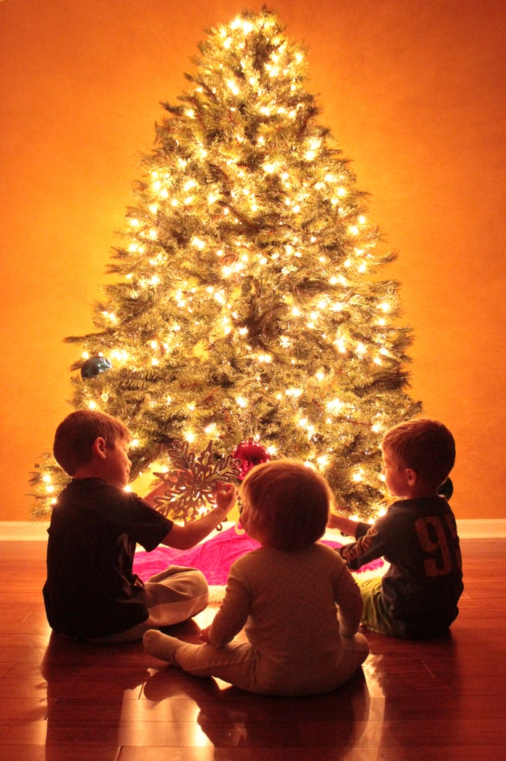 ISO up, Aperture down= MAGIC of Christmas tree picture