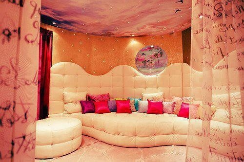this would be so awesome 4 a sleepover room!!!!!!!!