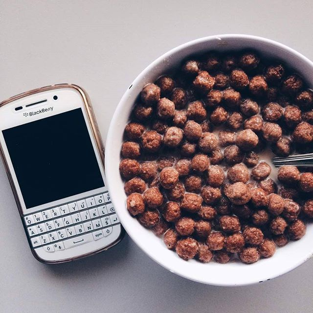 """#inst10 #ReGram @malika_ahmed1994: I had a really weird breakfast When i woke up the dishes were all washed The sink was clean only the air around me Which makes sense because its only 2 in the morning  #blackberryclubs #blackberrys #breakfast #hungry #earlymorning #snacks #lonely . . . . . . (B) BlackBerry KEYᴼᴺᴱ Unlocked Phone """"http://amzn.to/2qEZUzV""""(B) (y) 70% Off More BlackBerry: """"http://BlackBerryClubs.com/p/""""(y) ...... #BlackBerryClubs #BlackBerryPhotos #BBer ....... #OldBlackBerry…"""