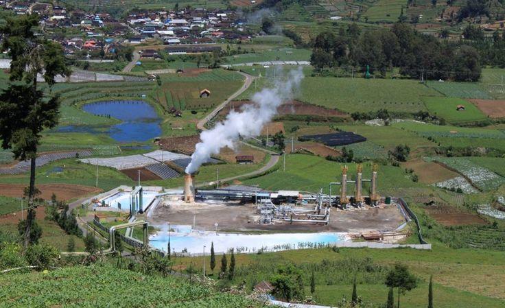 Energi geothermal atau yang juga dikenal dengan energi panas bumi adalah energi alami yang terbentuk dari dalam perut bumi. Sistem panas bumi secara umum dapat diartikan sebagai sistem penghantar panas di dalam mantel atas dan kerak bumi.